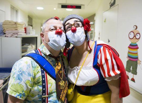 D'ordinaire, les clowns du Rire Médecin interviennent en duo auprès des enfants hospitalisés. • © Géraldine ARESTANU / Le Rire Médecin